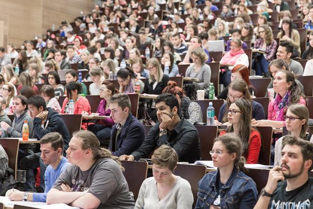 Arbeitsmarkt: Ausländische Absolventen haben es schwer