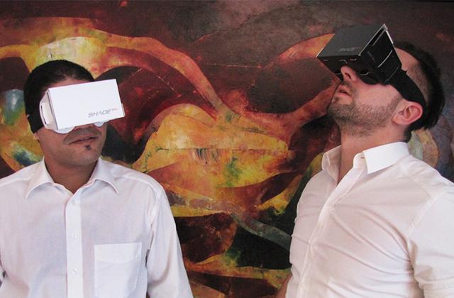 Die Gründer von Just-VR mit ihrem Produkt