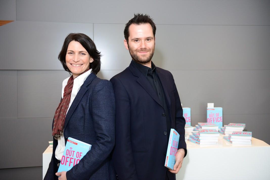 Out of Office Autoren Elke Frank und Thorsten Hübschen