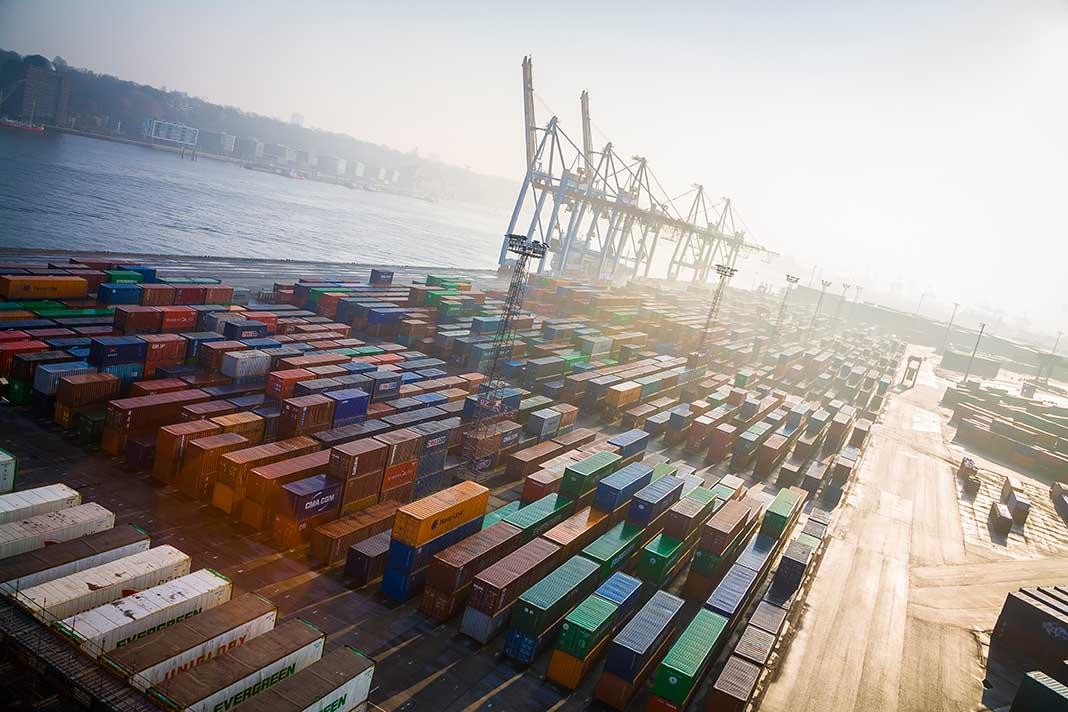 Ist Deutschland als Exportland mehr angewiesen auf das Freihandelsabkommen als die USA (Bild: Tuned_In | istock | thinkstockphotos)