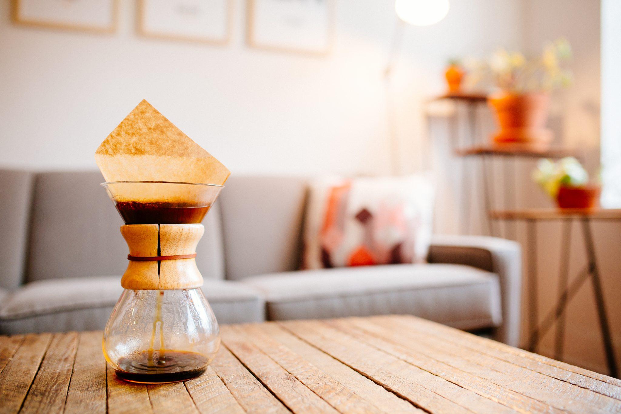 Filterkaffee in einer mechanischen Kaffeemaschine