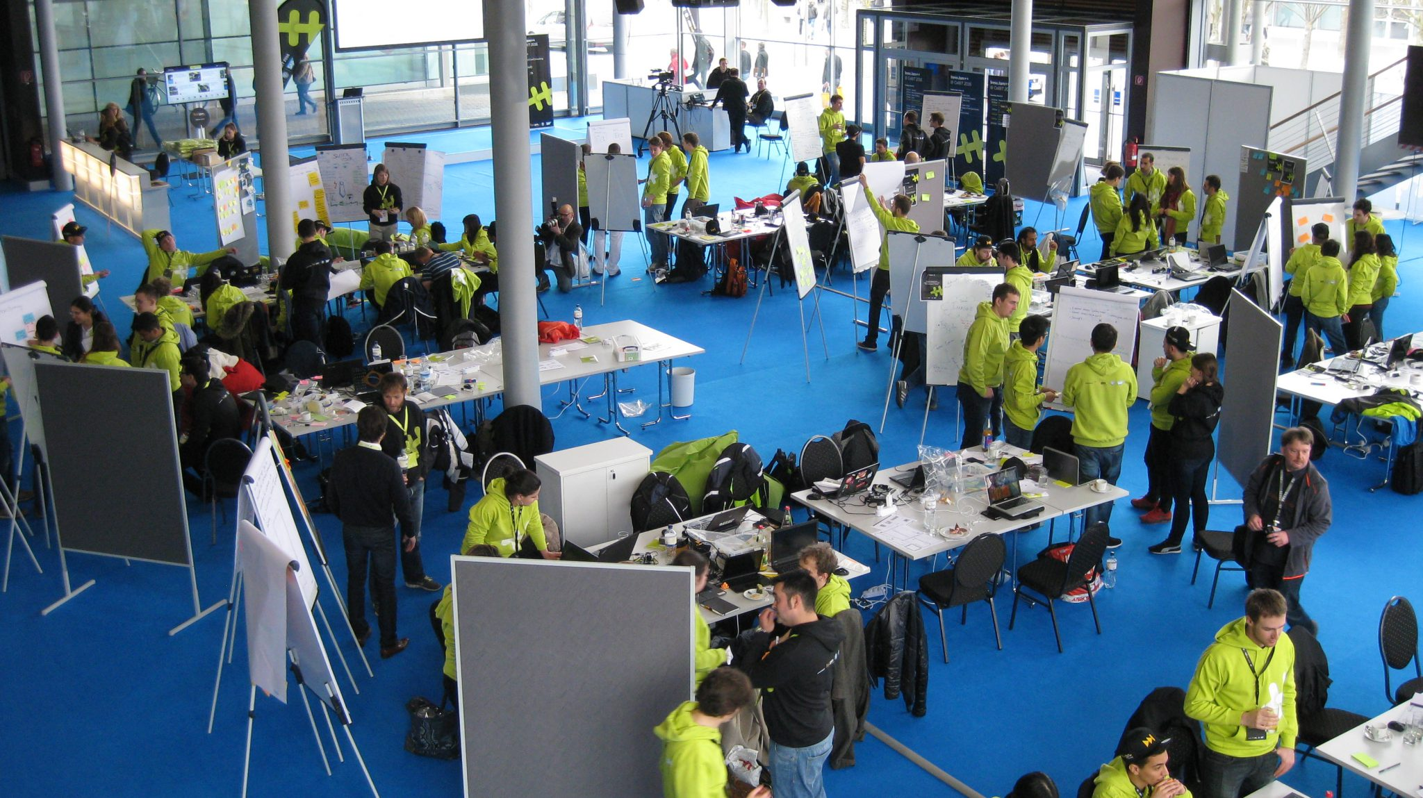 Teams beim Hackathon InnoJam++ auf der CeBIT 2016