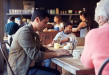 Digitale Nomaden im Coffee Shop