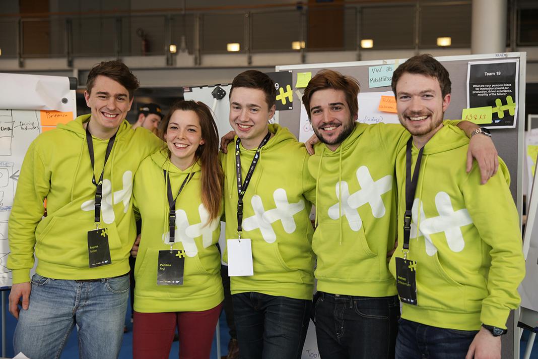 Die Studierenden aus Karlsruhe und Pforzheim - Gewinner des Hackathons auf der CeBIT