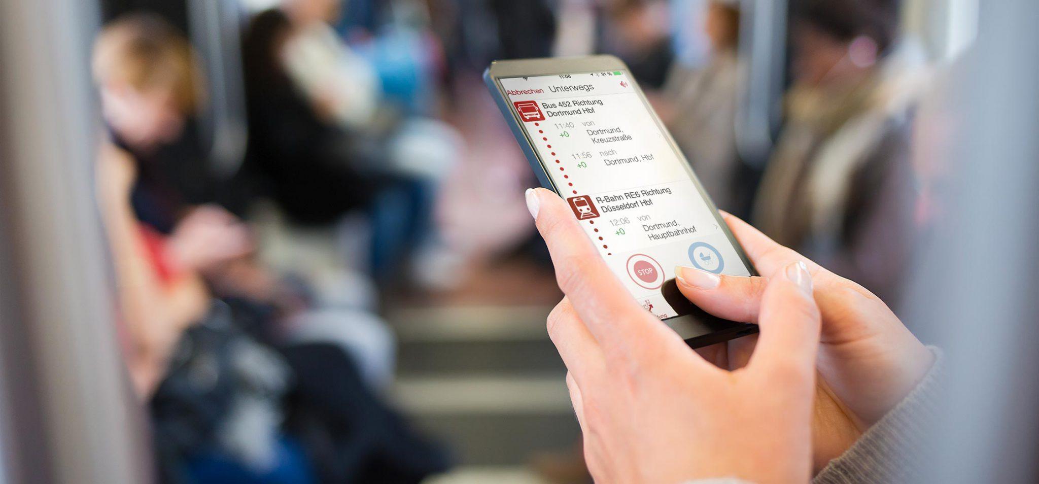 Handy mit der geöffneten App ivanto