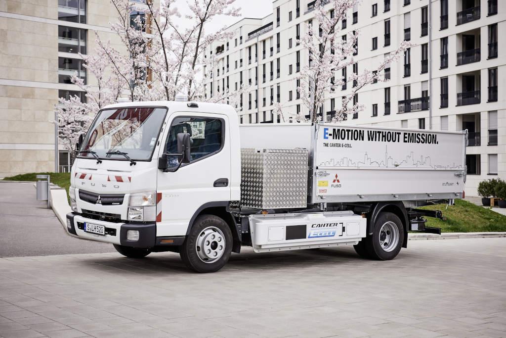 Das Logistikunternehmen Hermes und Daimler testen seit Kurzem fünf batteriebetriebene Fuso Canter E-Cell im Betriebsalltag (Bild: Daimler)