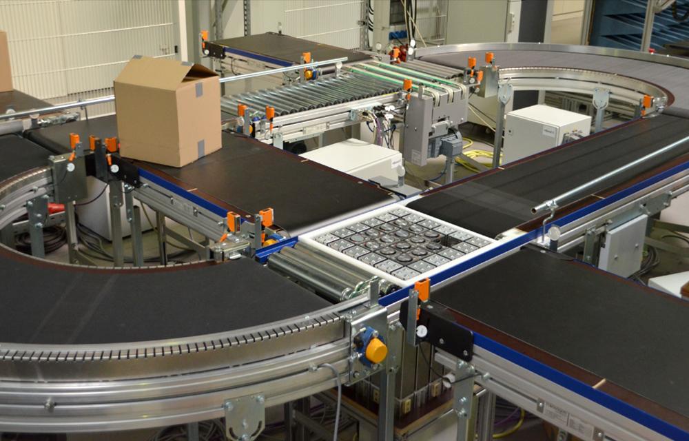 Herzstück des Forschungsprojekts: Eine flexible Fördermatrix soll starre Fließbänder ergänzen. (Foto: ITA)
