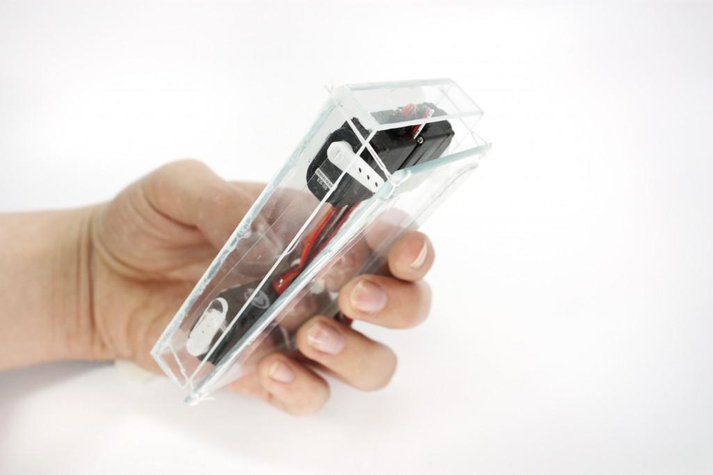Übersättigt von Anrufen und E-mails: dieser Prototyp eines Smartphones kann sich ausdehnen. (Bild: Fabian Hemmert)