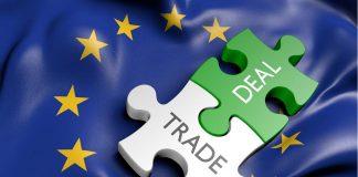 Die EU arbeitet daran Barrieren im Onlinehandel, wie Geoblocking aufzuheben. Kunden jubeln, Onlinehändler in Zwiespalt.