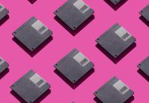 Disketten auf pinkem Hintergrund
