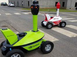 S5 Robotic Guard patrouilliert mit einer medizinischen Einheit eine öffentliche Route.