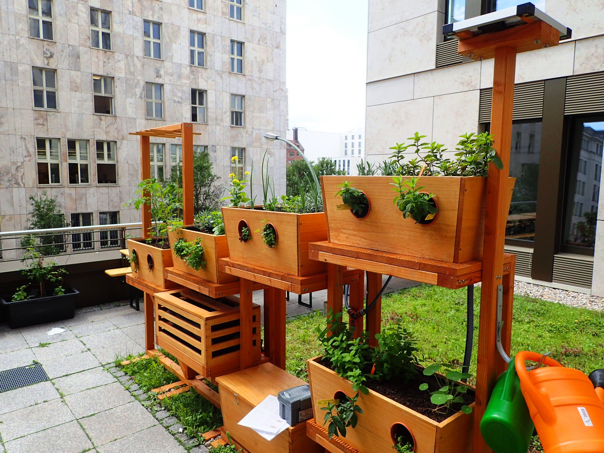 vertical farming urban gardening liegt voll im trend. Black Bedroom Furniture Sets. Home Design Ideas