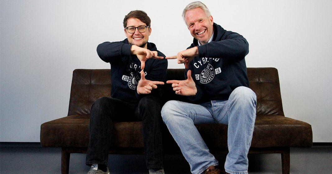 Gründer sitzen auf der Couch